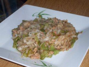 Fideos de arroz con atún
